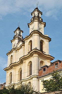 Вигляд на церкву з вул. Міцкевича, 19