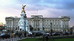 Buckingham Palace, London, England, 24Jan04.jpg