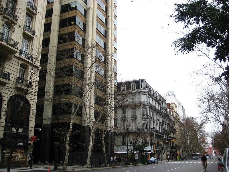 File:Buenos Aires - Monserrat - Avenida de Mayo entre Piedras y Chacabuco - 200807a.jpg