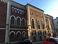 Building with arched windows (42924862434).jpg