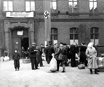 """Baltenlager"" (transit camp for Baltic Germans), Poznan 1940 Bundesarchiv Bild 137-051843, Posen, Umsiedlung, Baltenlager.jpg"
