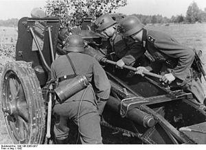 15 cm sIG 33 - Artillerymen of the Großdeutschland Division loading a sIG 33