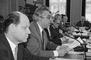 Bundesarchiv Bild 183-1990-0122-022, Berlin, Egon Krenz beim Rundem Tisch