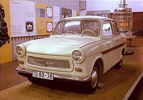 Bundesarchiv Bild 183-B0503-0015-001, Sachsenring Trabant 601.jpg
