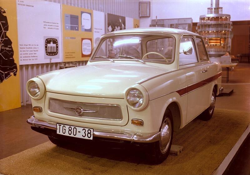 Bundesarchiv Bild 183-B0503-0015-001, Sachsenring Trabant 601
