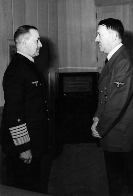 Bundesarchiv Bild 183-H27590, Erich Raeder, Adolf Hitler retouched