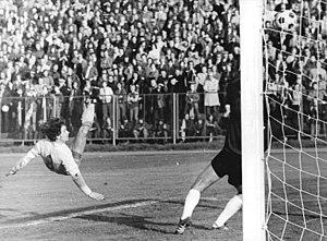 Henning Frenzel - Frenzel scoring against Rot-Weiß Erfurt in 1975.