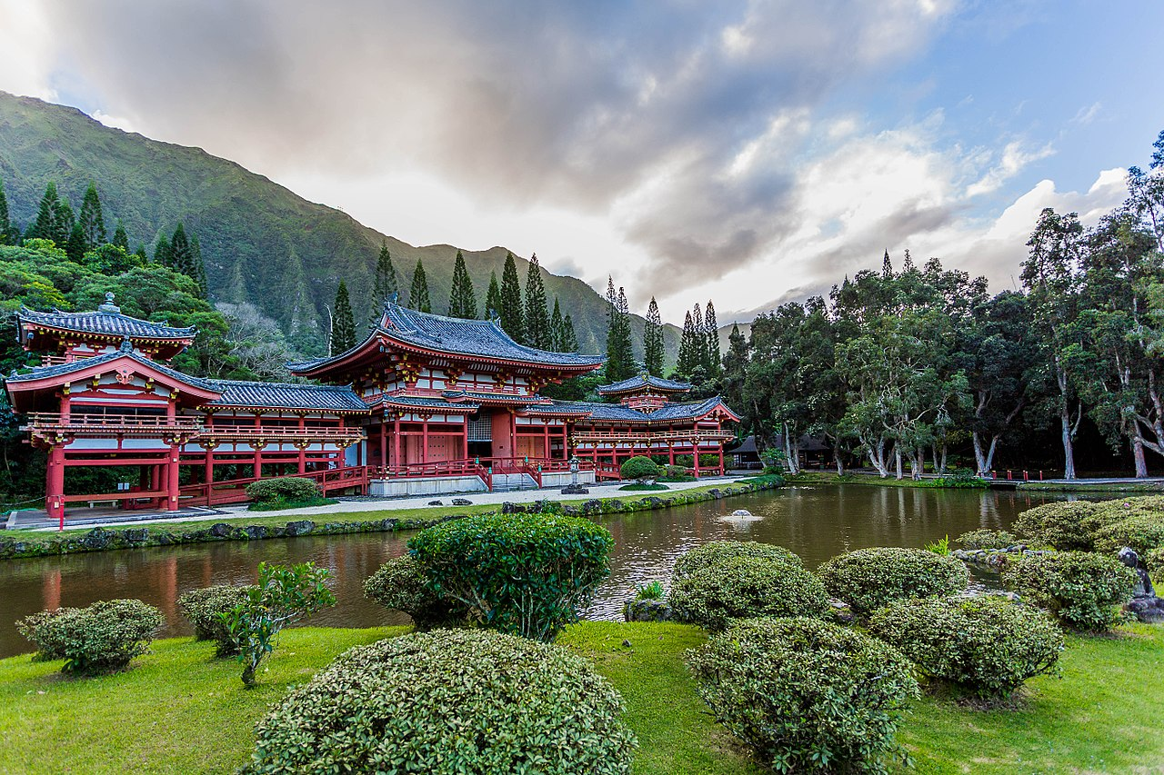 1280px-Byodo-In_Temple_in_Hawaii.jpg