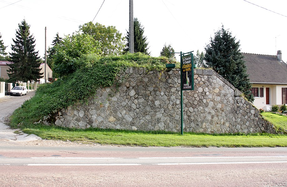 Former bridge of Chemins de fer du Sud de l'Aisne in Vaux, Aisne, France.