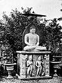 COLLECTIE TROPENMUSEUM Boeddhabeeld in de tuin van het residentiehuis te Jogjakarta TMnr 10016130.jpg