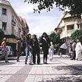 COLLECTIE TROPENMUSEUM Straatbeeld met jonge vrouwen Fez TMnr 20018580.jpg