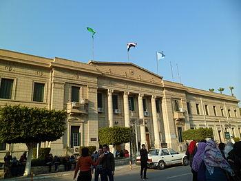 كلية الآداب بجامعة القاهرة