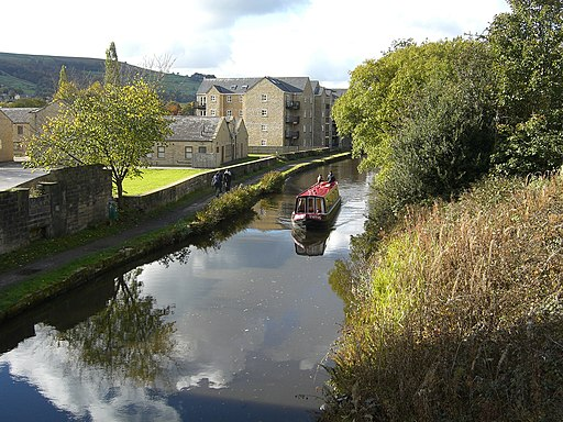 Canal at Mytholmroyd - panoramio