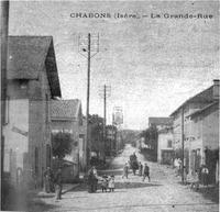 Chabons, la Grande Rue en 1920, p 37 de L'Isère les 533 communes.tif