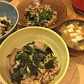 Chicken and scallions over brown rice, blanched spinach with bonito flakes, and tofu and scallion miso soup 玄米鳥丼、茹でほうれん草、豆腐とネギの味噌汁.jpg