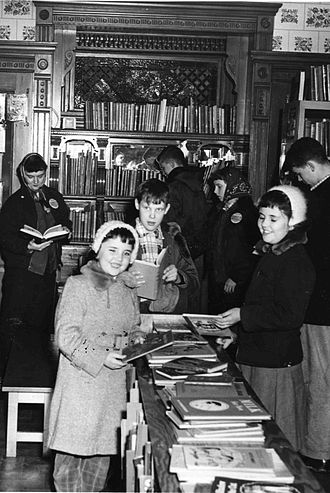 Hopkins Library - While Hopkins Library was located at the Dow House it was popular with children.