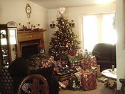 Christmas tree with lots of presents 2.jpg
