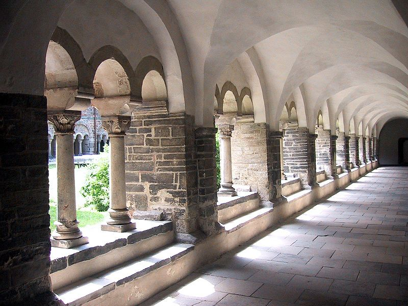 File:Cloister of the monastery Unser Lieben Frauen Magdeburg.jpg
