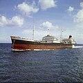 Collectie Nationaal Museum van Wereldculturen TM-20029831 Tanker Kalydon in Schottegat Curacao Boy Lawson (Fotograaf).jpg