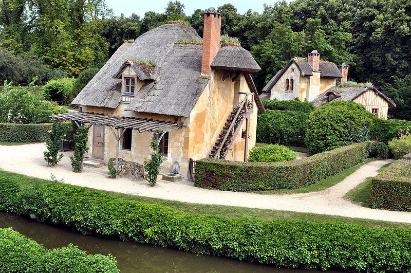 File:Colombier et Maison du Garde au Hameau de la Reine.jpg
