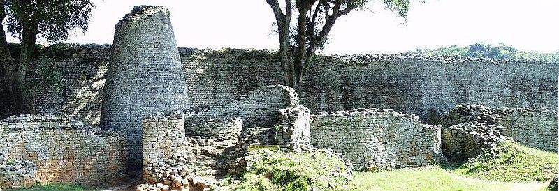 המתחם הגדול והמגדל בצורת החרוט