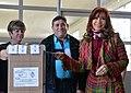 Cristina Kirchner votando en el balotaje 2015.jpg