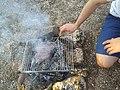 Cuisson de saucisses au barbecue 2 (juil 2018).jpg
