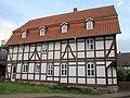 """Das """"Blaue Haus"""" - Fachwerkwohnhaus von 1816 einer Hofanlage (Rückseite zur Grubenstr.) - Meinhard-Grebendorf Sandstraße 24 - panoramio.jpg"""