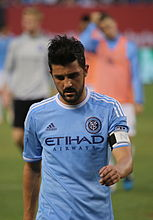 David Villa indo para o vestiário no intervalo do jogo New York City vs.  Houston Dynamo 0f30c1571dcb6
