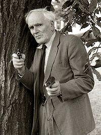 Desmond Llewelyn i Stockholm 1983.