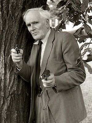 Desmond Llewelyn - Desmond Llewelyn as 'Q' in Sweden while promoting Octopussy, June 1983