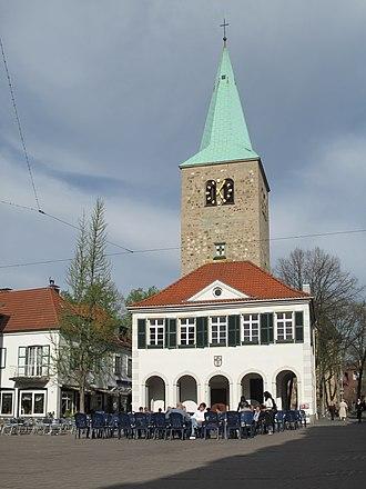Dorsten - Image: Dorsten, Sankt Agatha Kirche en Altes Rathaus foto 10 2011 04 09 17.05