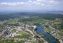 Panoramic view of the town center on the Mrežnica river.