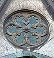 Duomo di firenze, medaglioni intarsiati in marmi nei timpani delle finestre sui fianchi 10,2.jpg