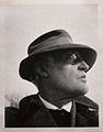 Edvard Munch, Selvportrett med hatt utenfor vinteratelieret på Ekely.JPG