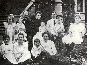Edward Fitzsimmons Dunne - Dunne with family, circa 1905.
