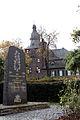 Efferen-Ehrenmal-und-Burg.JPG