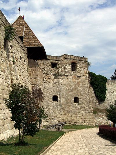 The stone fortress was built at that time Eger castle (by Pudelek) 01.JPG