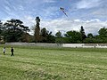 Enfants et cerf-volant (Saint-Maurice-de-Beynost, Ain, France) en mai 2019 - 3.jpg