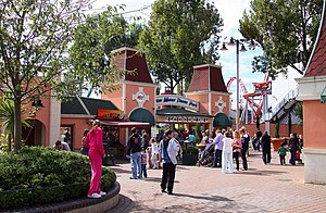 Drayton Manor Theme Park - Image: Entrance to Drayton Manor Park geograph.org.uk 1461434