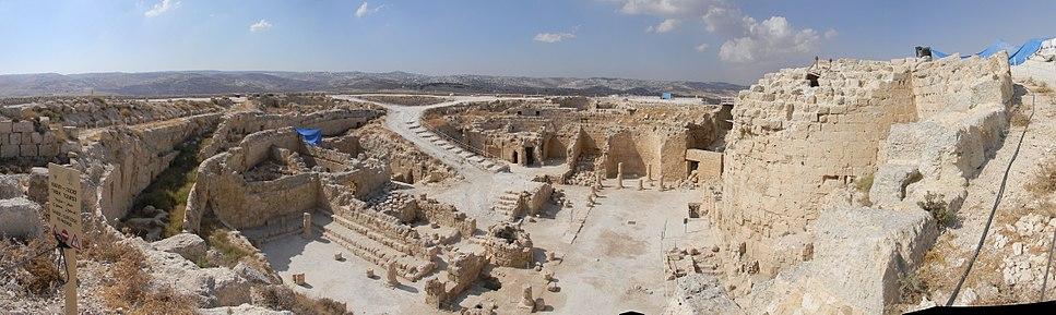 מראה פנורמי של הארמון העליון בהרודיון מכיוון דרום