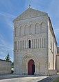 Façade de l'église paroissiale Saint-Jean Bourg-Charente.jpg