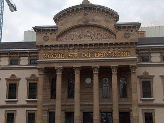 בתמונה: בניין הפקולטה לרפואה בברצלונה