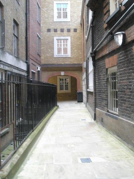 File:Far end of Johnson's Passage - geograph.org.uk - 885776.jpg