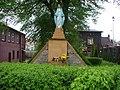 Figura Matki Boskiej nieopodal bazyliki - panoramio.jpg