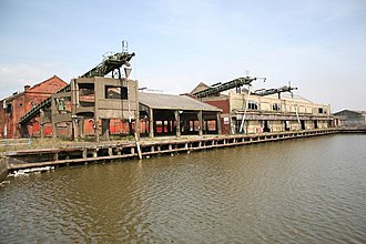 Port of Grimsby - No.2 dock, derelict dock buildings (2007)