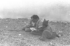 Flickr - Government Press Office (GPO) - SOLDIERS EATING MATZOT AT THE RED SEA.jpg