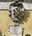 Fontana di ponte o di s. maurizio 04 stemma mediceo.JPG