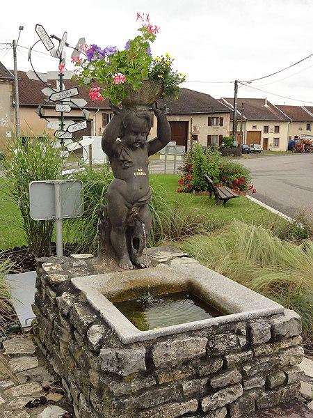 Fontenoy-la-Joûte (M-et-M) fontaine sculptée