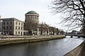 Four Courts on Liffey River, DUBLIN - panoramio.jpg